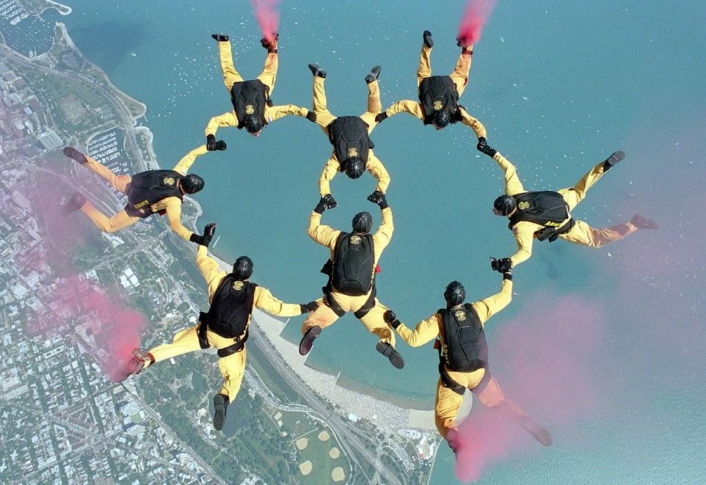 skydiving-658404_1280-1